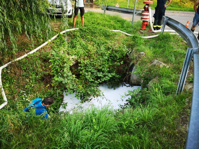 30.08.2019 Gewaesserverunreinigung Gewerbekanal Kollnau 5