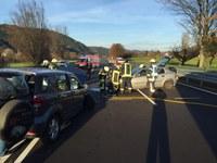 Ausgelaufene Betriebsstoffe nach Verkehrsunfall