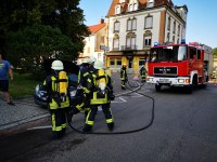 Ausgelaufene Betriebsstoffe und Fahrzeugbrand