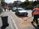 Auslaufende Betriebsstoffe nach Verkehrsunfall, Hauptstraße