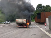LKW-Brand vor dem Hugenwaldtunnel