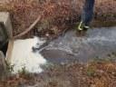 Wassernot, umgestürzte Bauzäune, Öl auf Gewässer und eine unbeaufsichtigte Feuerstelle